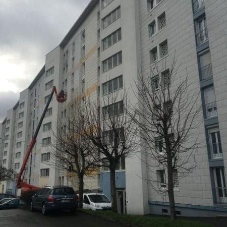 Nettoyage de la façade d'une résidence
